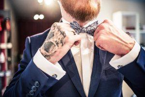 Associer barbe et noeud papillon