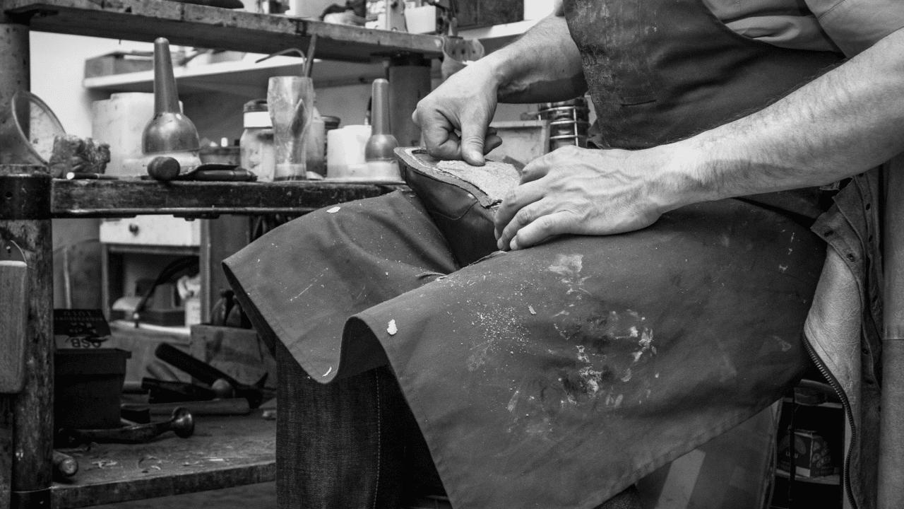 fabrication d'une chaussure dans l'atelier de la maison Corthay