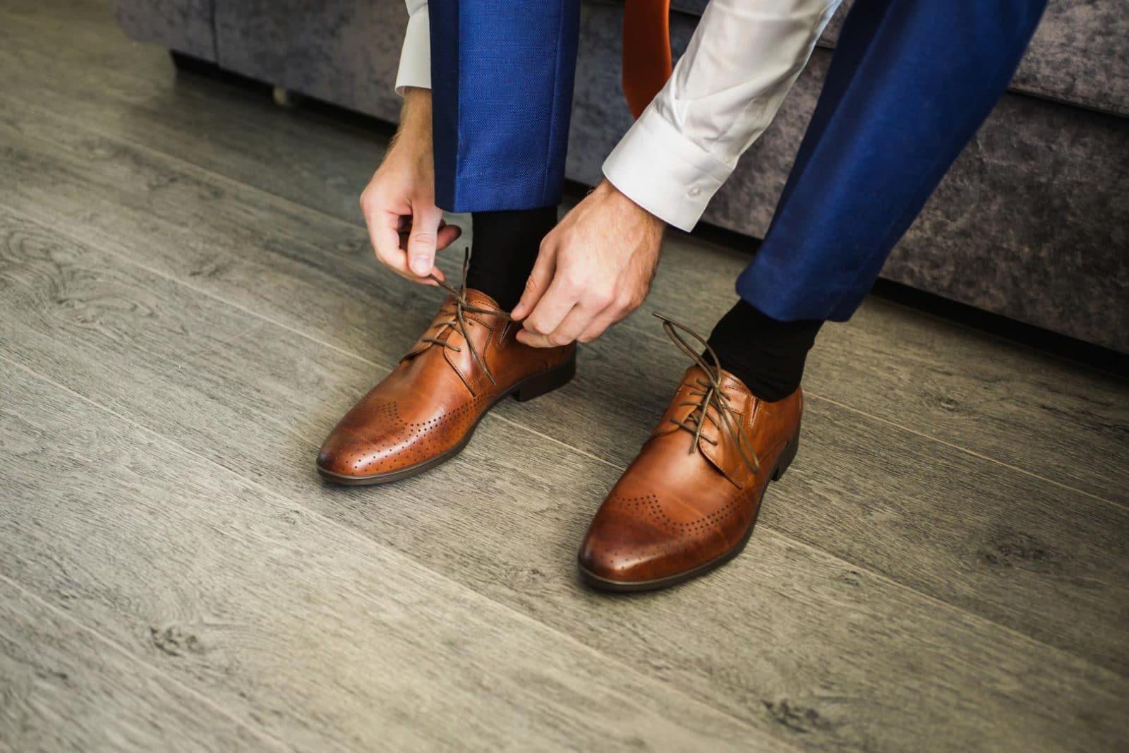 Quelles chaussures porter avec un costume bleu marine   bf38ab0e1f7