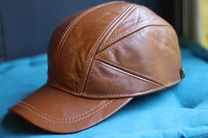casquette chic en cuir de vachette